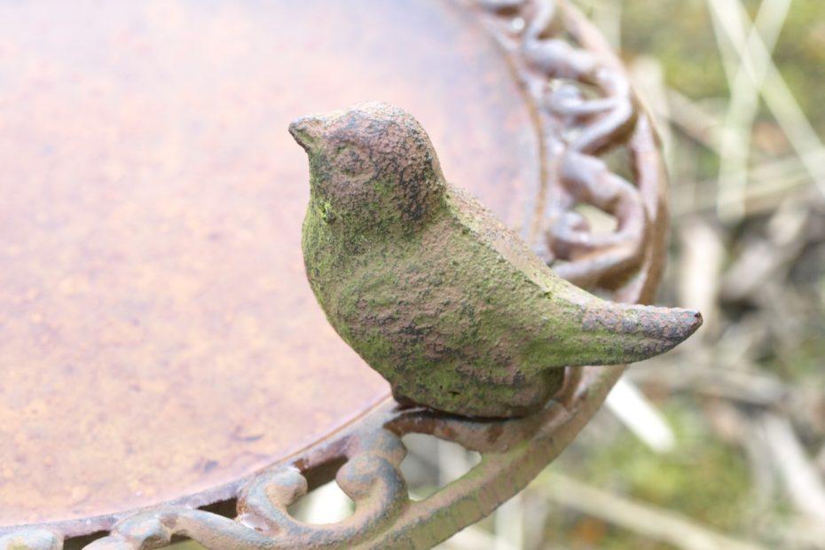 Vogeltränke aus Eisen
